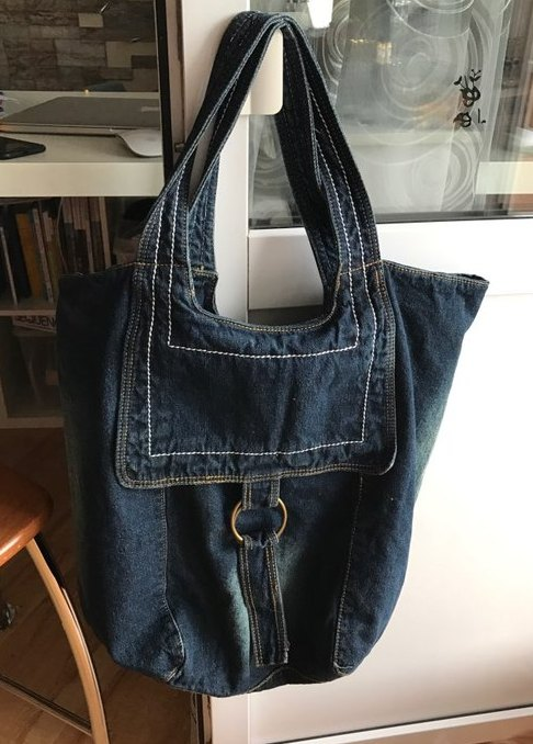 4b87689d71ab ... джинсовая сумка, большущим мешком, так я и люблю. Привлекла мое  внимание сразу с первой фотки. Отличное качество. Прошито ровненько,  дефектов нет.